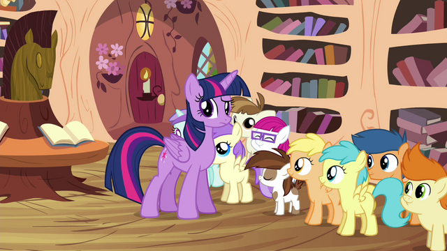 File:Twilight looking puzzled at the CMC S4E15.png
