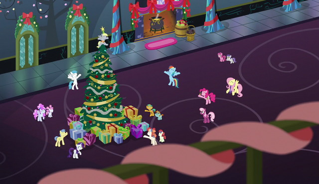 File:Ponies finish singing Hearth's Warming Eve Is Here Once Again S6E8.png