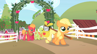 Filly Applejack leaving farm S1E23