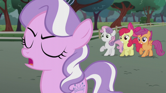"""File:Diamond Tiara """"I have an announcement!"""" S5E18.png"""