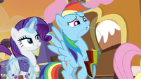 Rainbow Dash carrying heavy candy necklace S4E18