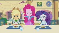Pinkie drumming on Applejack and Rarity EG2