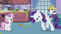 Rarity walking towards Sweetie Belle S2E05