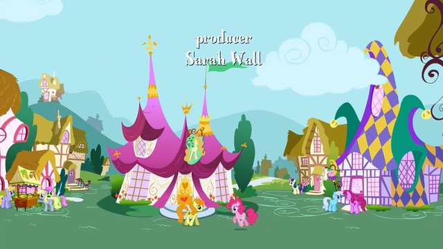File:Pinkie Pie walks by Golden Harvest S1E05.png
