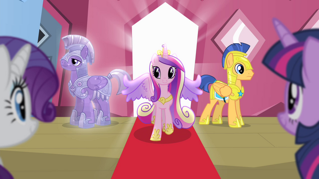 File:Cadance walking out of the train S4E11.png
