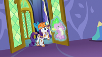 Rarity levitating a glowing Spike S6E5