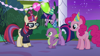Spike approaching Moon Dancer S5E12
