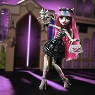 Diorama - Rochelle arrives