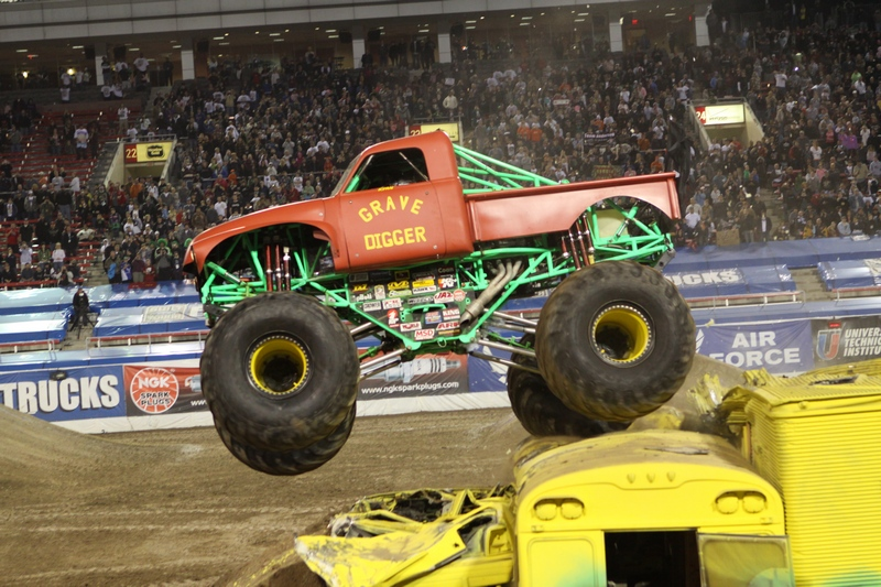 retro grave digger red monster trucks wiki fandom powered by wikia. Black Bedroom Furniture Sets. Home Design Ideas