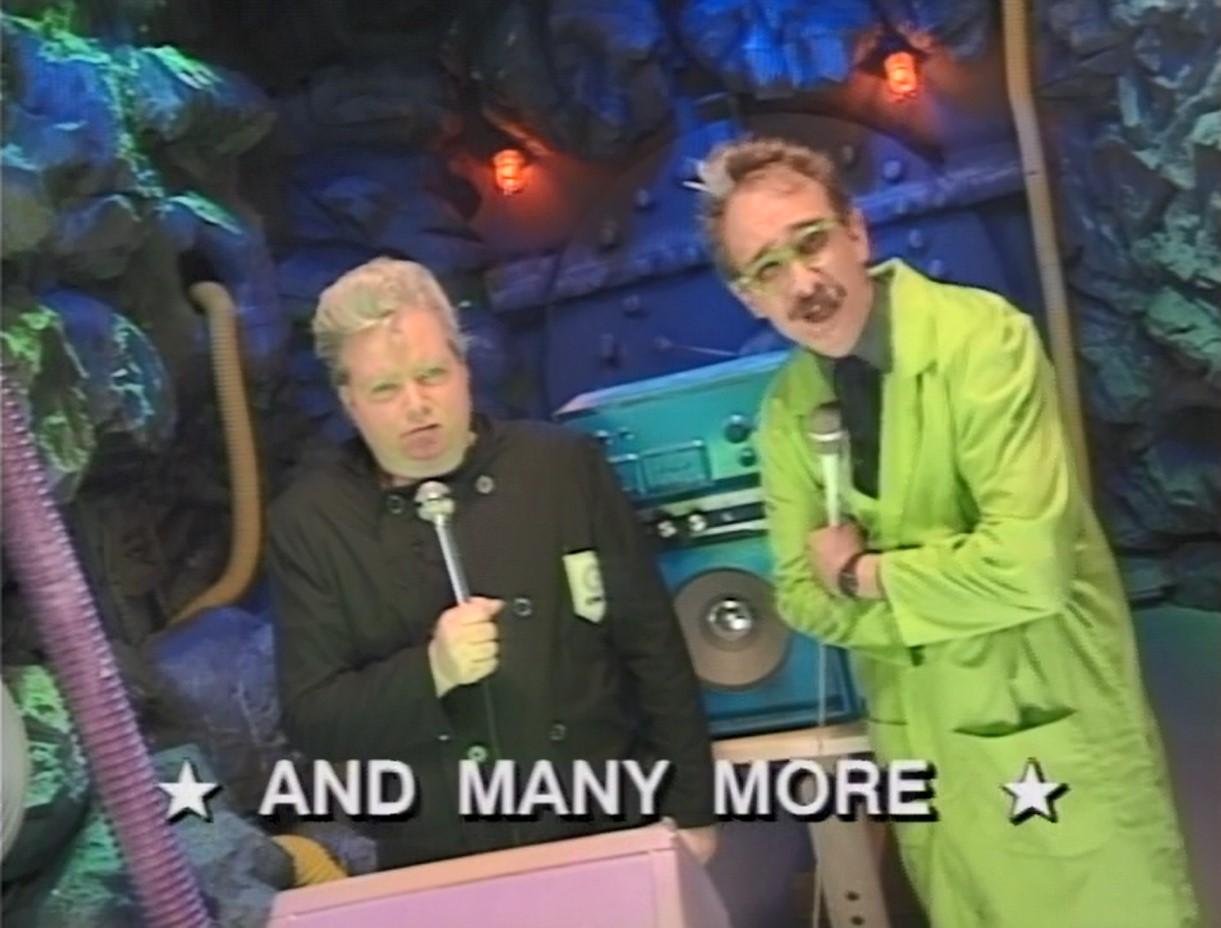 File:MST3k- The Mad's Public Domain Karaoke Machine in POD PEOPLE host segment.jpg