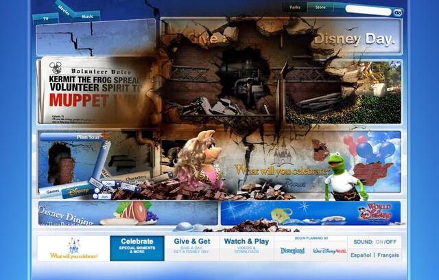 File:Disneyparksgive.com-29.jpg