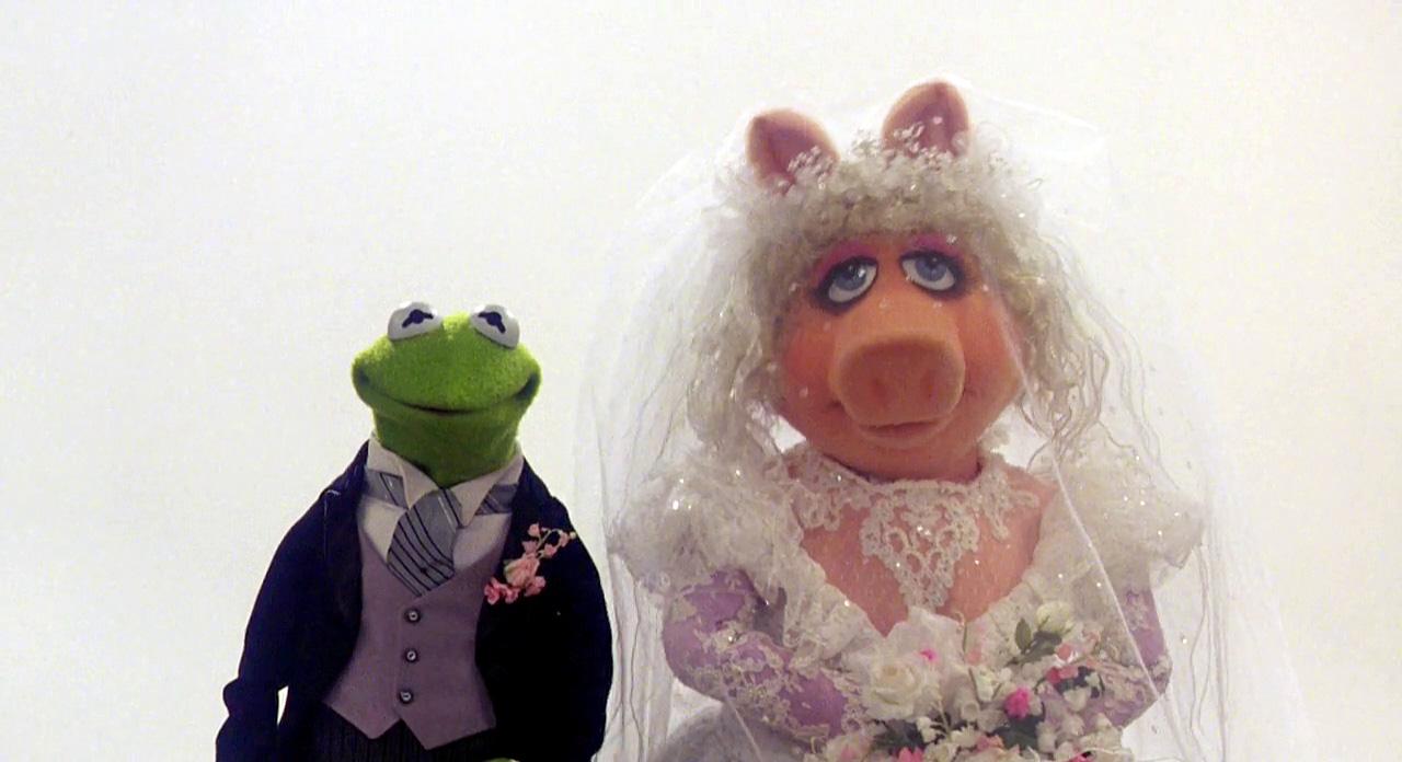 Wedding of the Century Kermit and Piggy Action Figure Set | Muppet ...