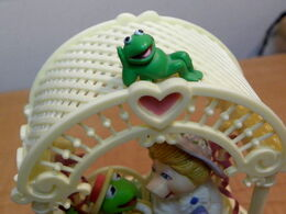 Enesco 1983 music box miss piggy kermit swing let me call you sweetheart 3