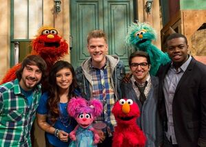 Pentatonix-Murray-Abby-Elmo-Rosita-(RichardTermine)