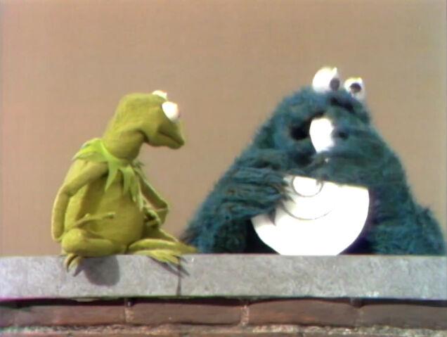 File:Kermitcookiehappyface.jpg