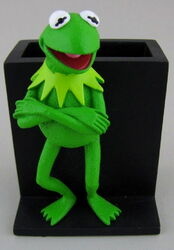 Disney store 2005 kermit pencil pen cup 1