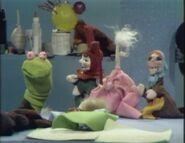 MuppetPuppetPlays04
