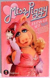 Colorforms 1980 miss piggy dress up set