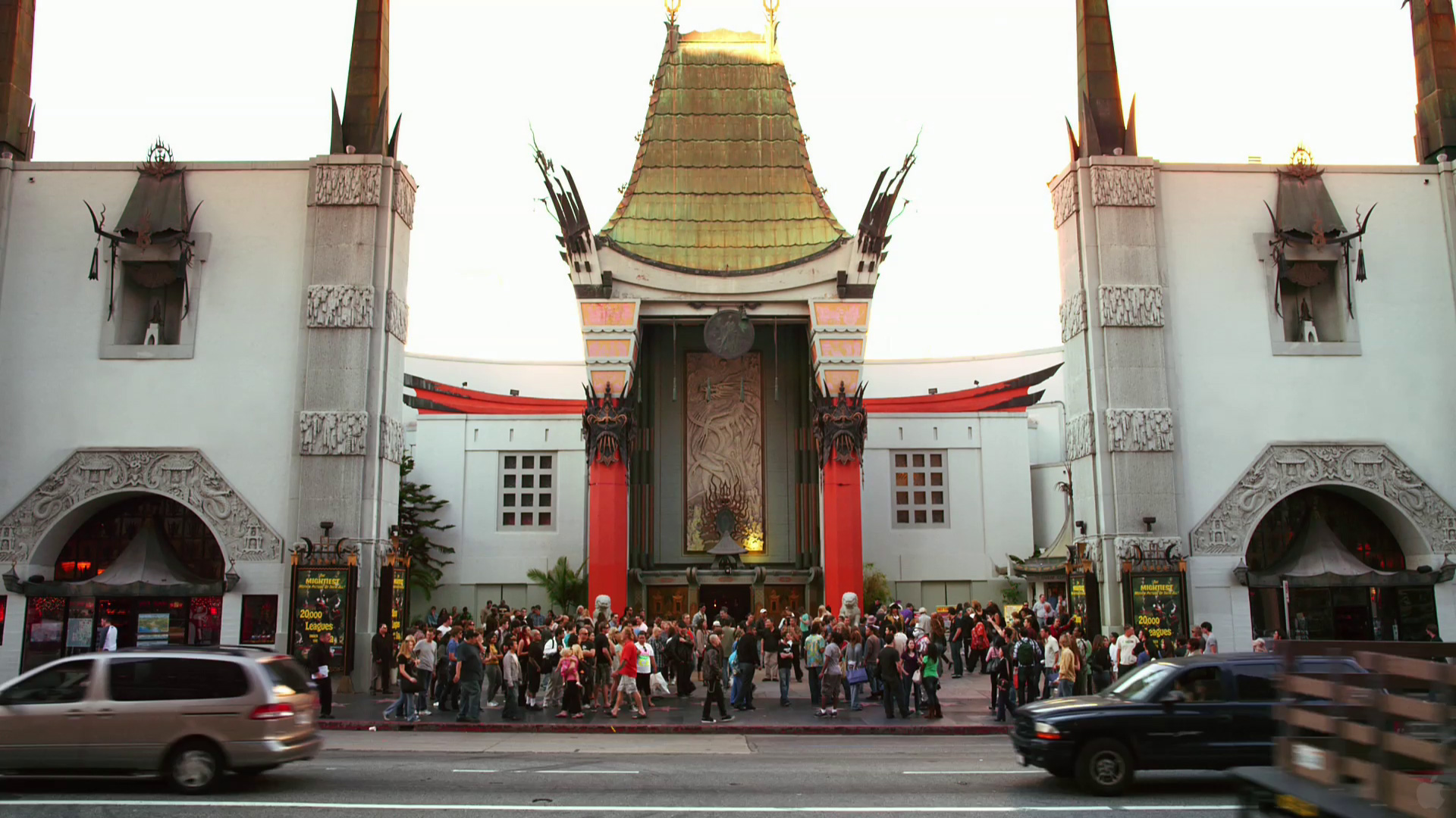 Grauman's Chinese Theater crowded