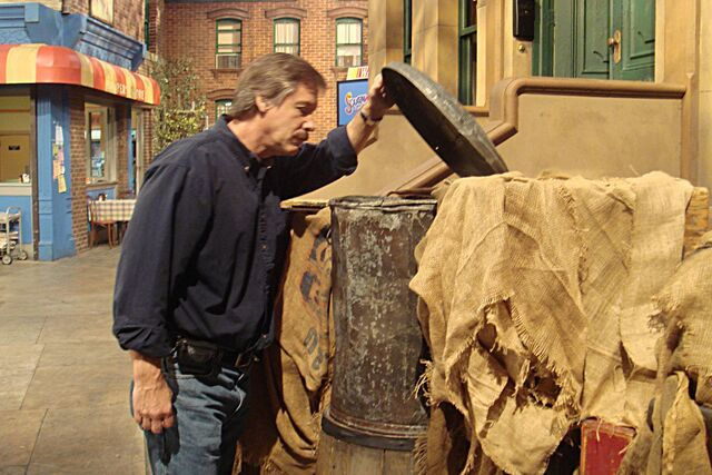 File:Food Network Challenge roland snooping.jpg