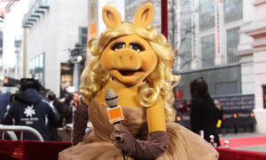 Miss-Piggy-the-official-r-007