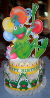 Hallmark kermit birthday centerpiece 1
