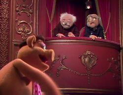 224 fozzie pig performs