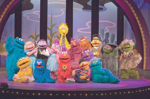File:Elmos Green Thumb cast shot.jpg