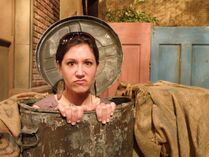 Kelly Vrooman oscar trashcan