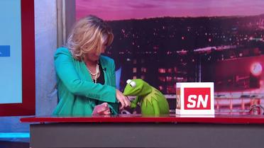 ESPN-SportsNation-MichelleBeadle&Kermit-Kiss-(2014-03-07)