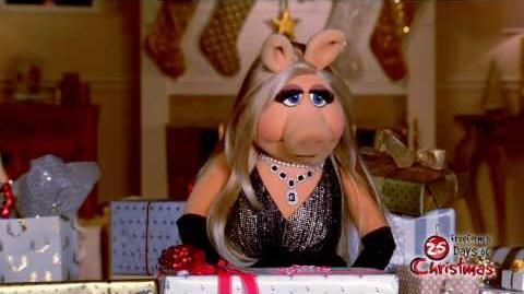Miss Piggy - Presents Freeform's 25 Days of Christmas