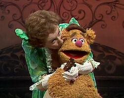 Kiss Jean Stapleton and Fozzie