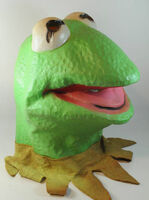 Cesar 1980 kermit latex mask