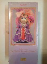 Marie Antoinette doll - box front