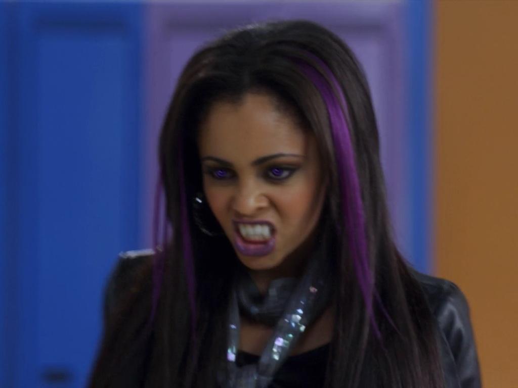 Image Evil Sarah Hissing Jpg My Babysitter S A Vampire