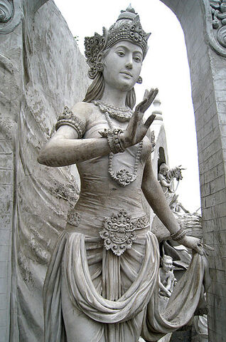 File:397px-Statue of Goddess or Queen at Monas.jpg