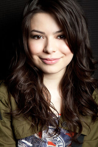 File:Miranda Cosgrove MTV photoshoot (2011) -6.jpg