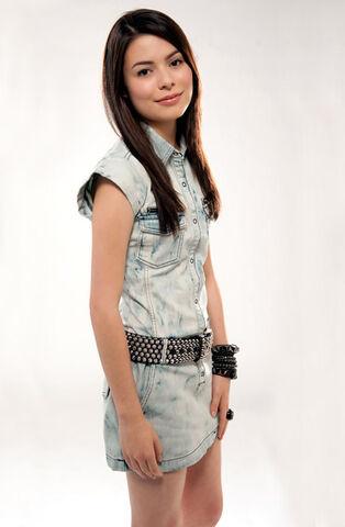 File:Miranda Cosgrove MTV photoshoot (2010) -6.jpg