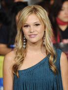 Olivia+Holt+Long+Hairstyles+Long+Wavy+Cut+tO9XmohTK7Gl