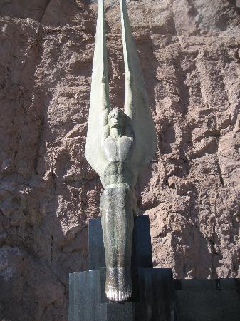 File:Cool-statues-rub-the.jpg