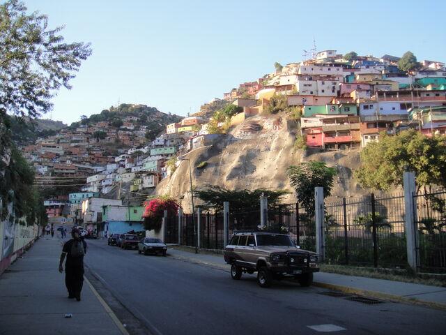 File:Caracas-barrio1.jpg