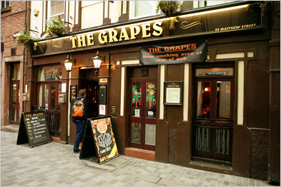 File:The Grapes wine shop.jpg