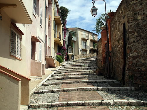 File:Cannes-Old-Town-Pictures.jpg
