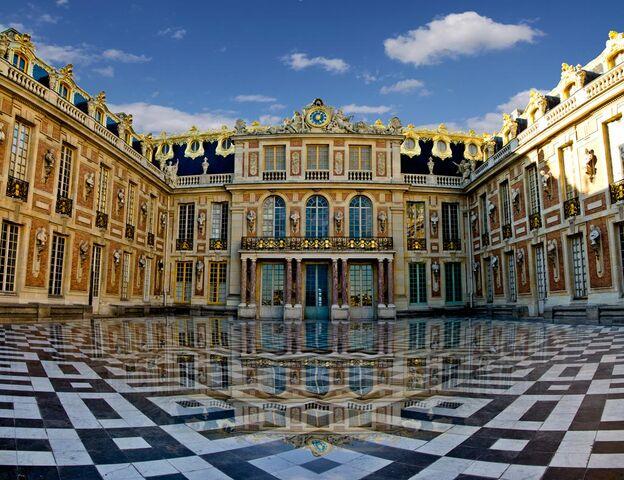 File:Chateau-versailles-cour-royale-de-marbre.jpg