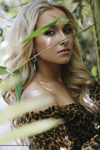 File:600full-hayden-panettiere in leopard.jpg