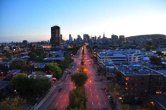 File:Boulevard René-Lévesque Est Montréal Canada.jpg
