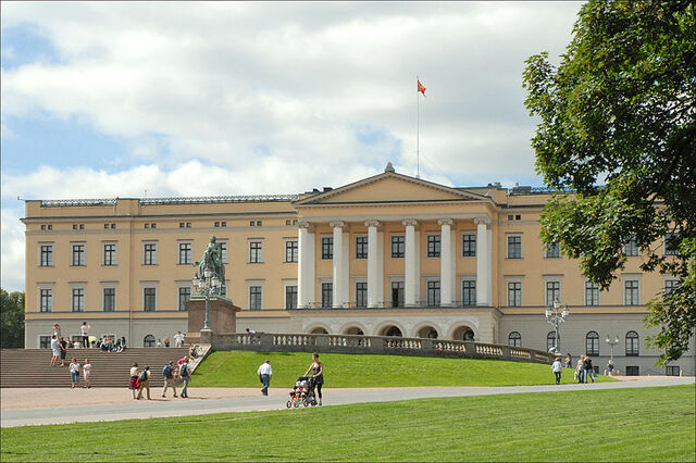 File:800px-Oslo Royal Palace left.jpg