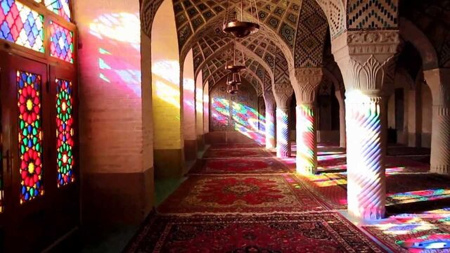 File:Light in Nasir al-Mulk.jpg
