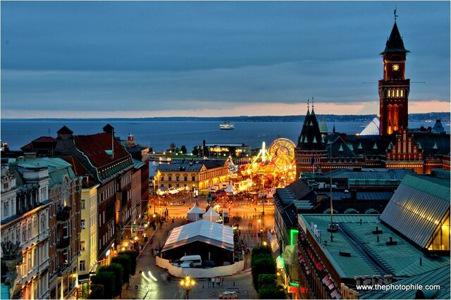 File:Helsingborg at night 2.jpg