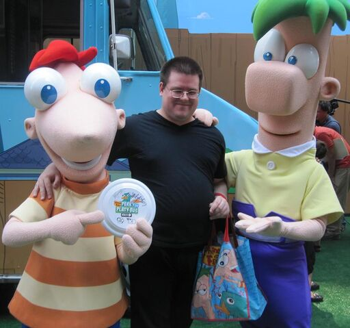File:Mobo85 with Phineas and Ferb.jpg
